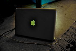 macbook pro custom apple logo by mushyppeaz