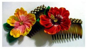 Beaded Hibiscus Combs by EruwaedhielElleth