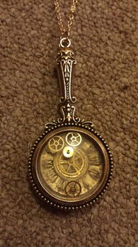 Jewelry: Steampunk Clockwork Magnifying Glass by CoNiGMa