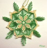 Quilled snowflake by pinterzsu