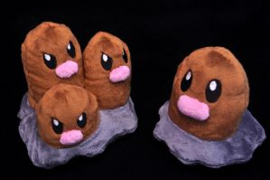 Diglett and Dugtrio by Lexiipantz