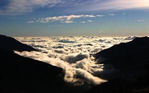 I look at a sea of cloud by amazindude
