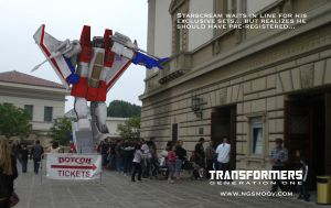 Starscream in line BotCon09 by rando3d