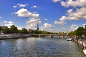 Tour Eiffel at a distance. by ozzy2006gr