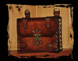 leather case by Lagueuse