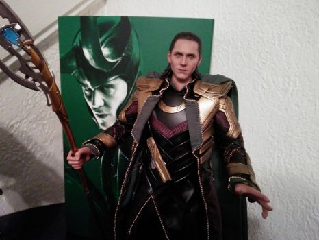 Loki - Action Figure from Hot Toys without helmet by paulafrye