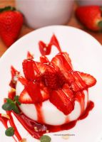 Panna Cotta w/ Strawberries by theresahelmer