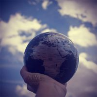 The world in my hand by carnedepsiquiatrico