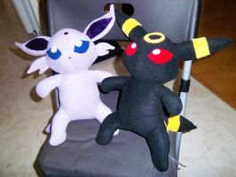 Espeon and Umbreon plushies by StitchyGirl