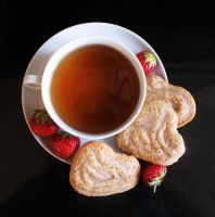 Heartshaped biscuit and some tea by KamiraS