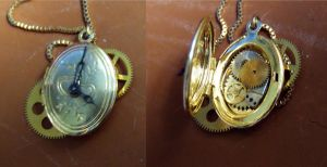 Steampunk locket by Hiddendemon-666