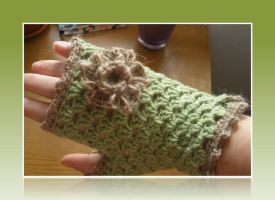 Green Gloves by amarilliss