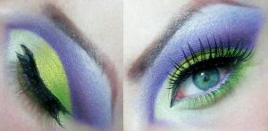 Green and Purple cut crease 2 by munstermakeup