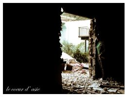 theres a hole. by le-coeur-d-asie