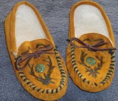 Redecorated leather moccasins by lupagreenwolf