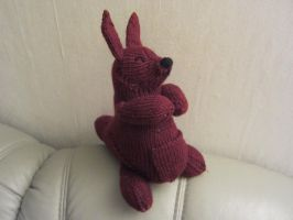 Knitted Kangaroo Plushie by haselwoelfchen