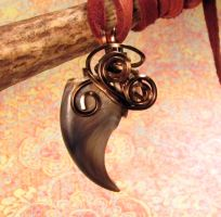 Black Bear Autumn Forest - Wire Wrapped Claw by MorRokko