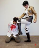 attack on titans : knee in tha face by thesakuuchiha