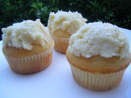Fluffly Coconut Cupcakes by Cinnamonster