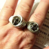 2 wrapped skull rings by artefaccio