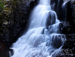 Water fall by DeadBunnyz