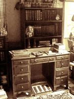 Victorian? Desk by VictorianSpectre