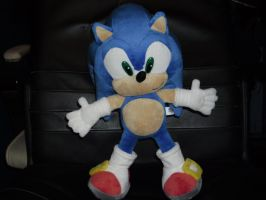 Upgraded pic of my sonic plush by DarkGamer2011