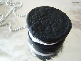 Oreo Necklace 1 by bruisepristinex