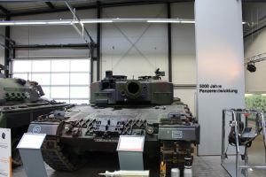 The mouth of a Leopard 2 A4 by Liam2010
