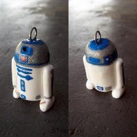 R2D2 by sarafactory