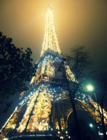 Eiffel tower by DuggyPuggy