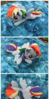 Rainbow Dash by dekutree64