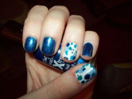 Blue Polka Dot Nails by ffishy21