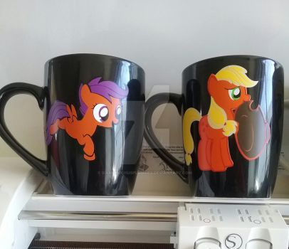 Scootaloo and Applejack keepsakes mugs for sale by SiamchuchusPlushies