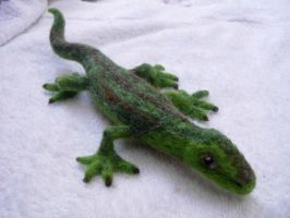 Needle felted lizard by Halwen