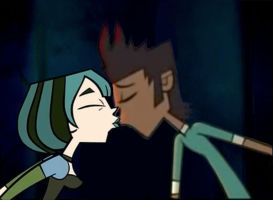 Mike and Gwen Kiss by Uranimated18