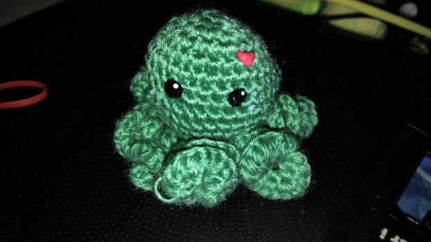 Tiny green octoplush  by TehKnittyKitty