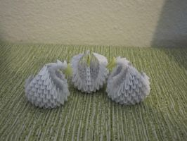 3D origami swans by MoonlightsShadows