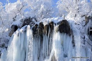 waterfall snow ice by skylight11