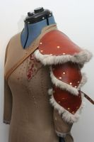 Single Leather and Rabbit Fur Pauldron/Spaulder by Versalla