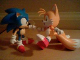 Classic Sonic and Tails Brofist by SpongeDudeCoolPants
