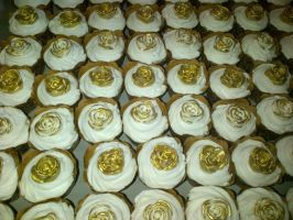 Gold Rose And White Wedding Cupcakes by Lucrecia1511