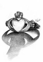 Claddagh Ring by GisaPizzatto