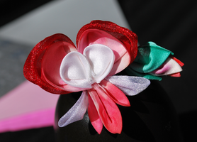 Bleeding Heart. Kanzashi. by hanatsukuri
