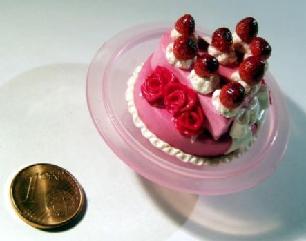 Miniture Strawberry Cake by ChocolateDecadence