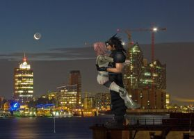 zack  and  serah  kiss  in  city  under  the  mond by Zack-Farron