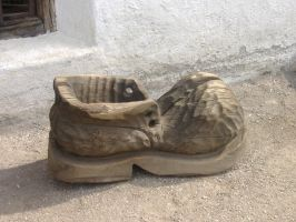 Giant wood shoe by KiraraLover