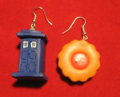 TARDIS and cookie by StregattaPuponzi