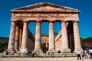 The temple of Segesta by Gabarte