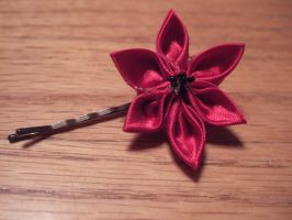 Red 'Poppy' Kanzashi by taylor-of-the-phunk